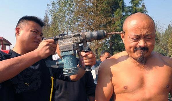 """Máy khoan """"bất lực"""" trước võ tăng Thiếu Lâm - 2"""