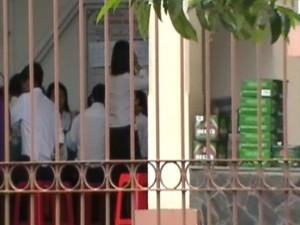 Tin tức Việt Nam - Tiệc linh đình ngay tại sân tòa trong giờ làm việc