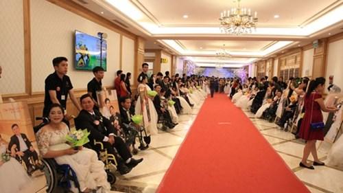 Xúc động lễ cưới tập thể của 40 cặp đôi khuyết tật - 1
