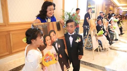 Xúc động lễ cưới tập thể của 40 cặp đôi khuyết tật - 2