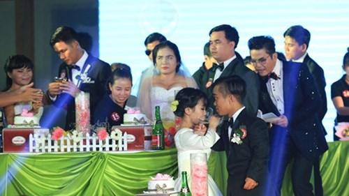 Xúc động lễ cưới tập thể của 40 cặp đôi khuyết tật - 5