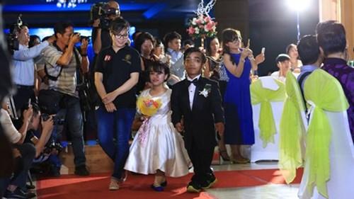Xúc động lễ cưới tập thể của 40 cặp đôi khuyết tật - 6