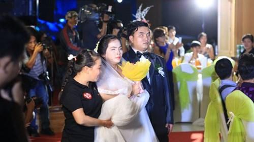 Xúc động lễ cưới tập thể của 40 cặp đôi khuyết tật - 7