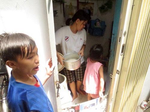 Căn nhà 2,4m2 của 7 mẹ con giữa lòng Sài Gòn - 2