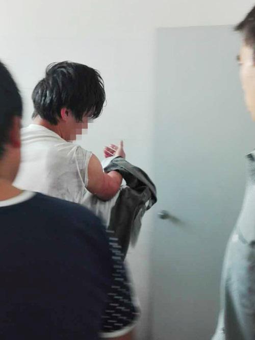 Bi kịch của thanh niên vừa đi vệ sinh vừa dùng điện thoại - 2