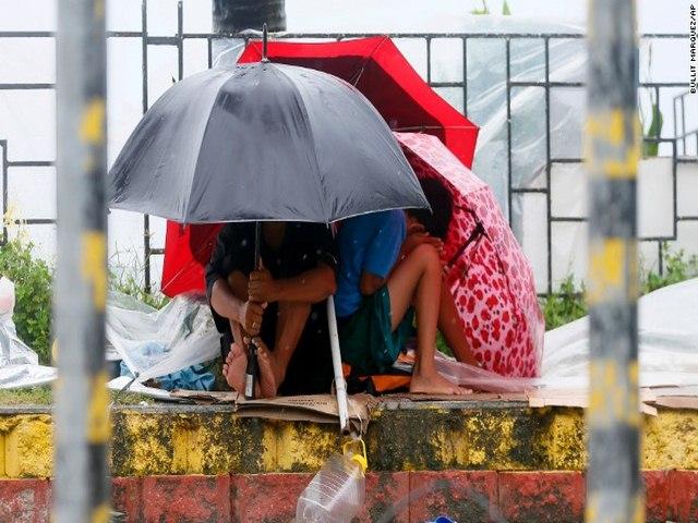 Thảm cảnh sau siêu bão làm 54 người chết ở Philippines - 5