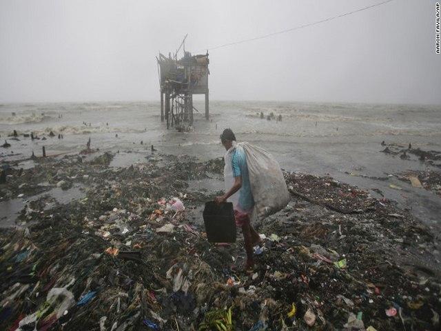Thảm cảnh sau siêu bão làm 54 người chết ở Philippines - 6