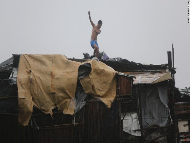 Thảm cảnh sau siêu bão làm 54 người chết ở Philippines - 7