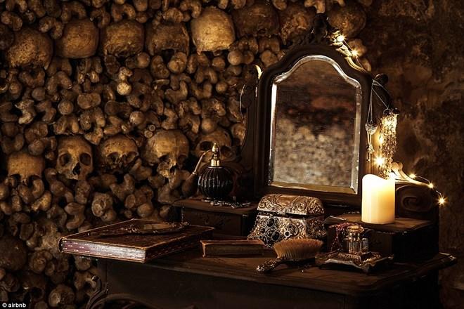 Rợn người ngủ đêm trong hầm mộ cùng 6 triệu hài cốt - 3