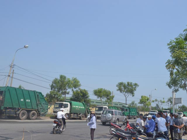 """Vụ chặn xe rác ở Đà Nẵng: Quản lý """"xài"""" nước thải chứng minh độ sạch - 1"""
