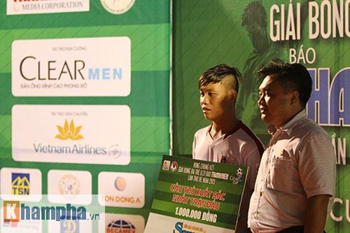 """Giải U21-Cup Clear Men: Cầu thủ lăn xả """"thủy chiến"""" - 14"""