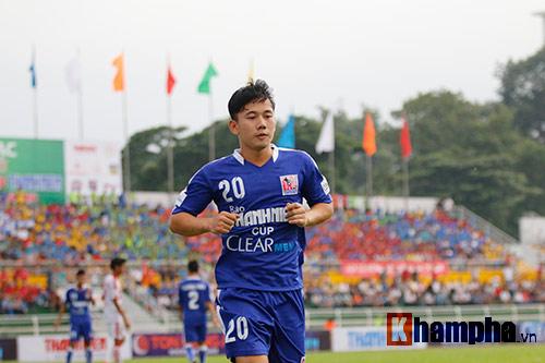 """Giải U21-Cup Clear Men: Cầu thủ lăn xả """"thủy chiến"""" - 2"""