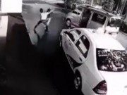 Võ thuật - Quyền Anh - Bắt cóc nhầm cao thủ, 3 gã cướp bị đánh tơi tả