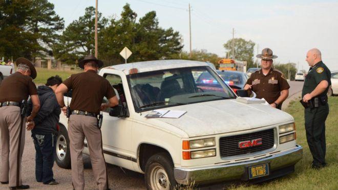 """Mỹ: Mẹ say """"quắc cần câu"""", con 3 tuổi lái xe tải - 1"""