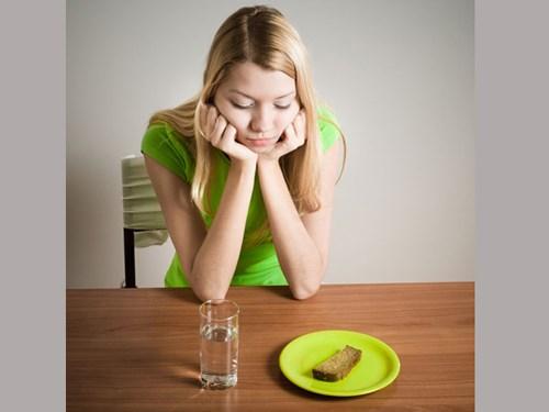 Các cách giảm cân sai lầm gây hại cho sức khỏe - 4