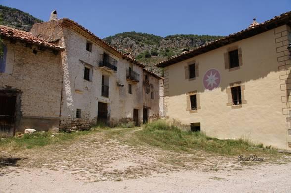 Vợ chồng già Tây Ban Nha sống đơn độc trong ngôi làng bỏ hoang 45 năm - 3
