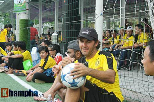 Fan nữ Việt xinh tươi bên huyền thoại của Dortmund - 11