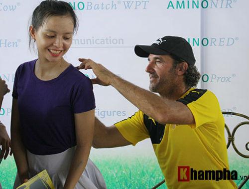 Fan nữ Việt xinh tươi bên huyền thoại của Dortmund - 6