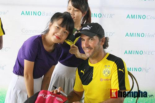 Fan nữ Việt xinh tươi bên huyền thoại của Dortmund - 8