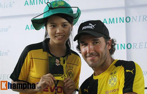Fan nữ Việt xinh tươi bên huyền thoại của Dortmund - 9