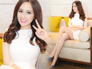 Thời trang - Mai Phương Thúy diện váy ngắn khoe chân dài miên man