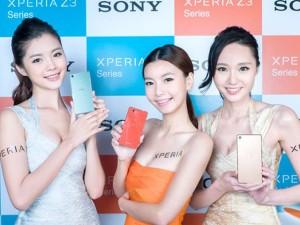 Thời trang Hi-tech - Những mỹ nữ nóng bỏng khoe smartphone