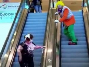 Video: Troll nhau thế này thì ác quá