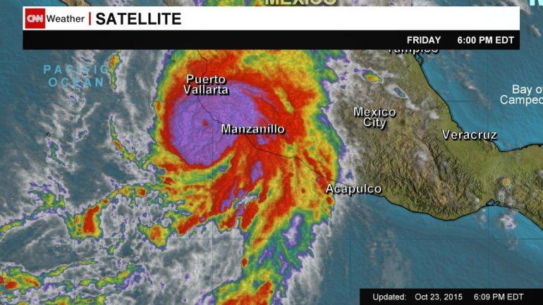 """Siêu bão mạnh """"như vụ nổ hạt nhân"""" càn quét Mexico - 1"""