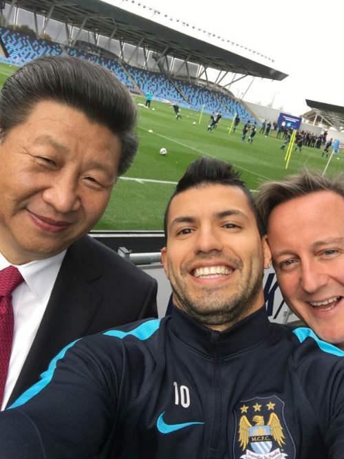 """SAO 360 độ 24/10: Aguero """"tự sướng"""" với chủ tịch Trung Quốc - 1"""