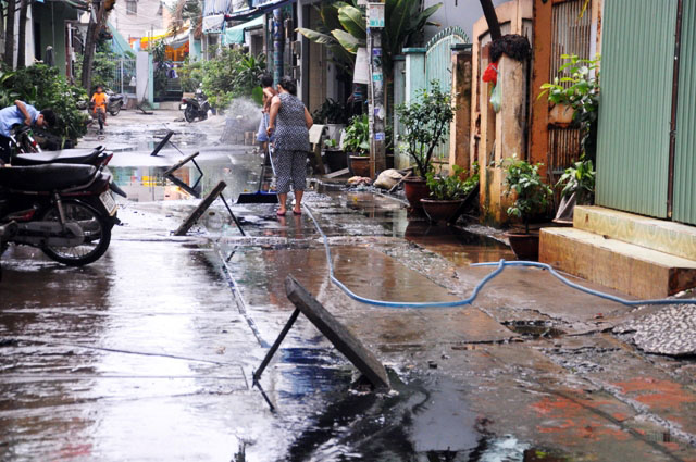 Ảnh: Sau mưa, Sài Gòn như miền Tây mùa nước nổi - 13