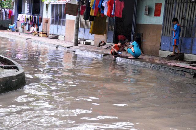 Ảnh: Sau mưa, Sài Gòn như miền Tây mùa nước nổi - 15
