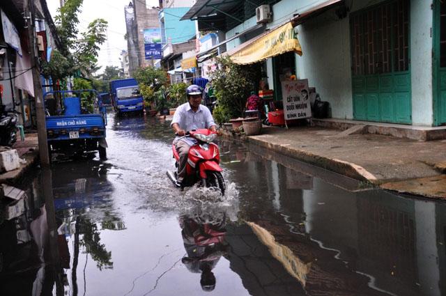 Ảnh: Sau mưa, Sài Gòn như miền Tây mùa nước nổi - 2