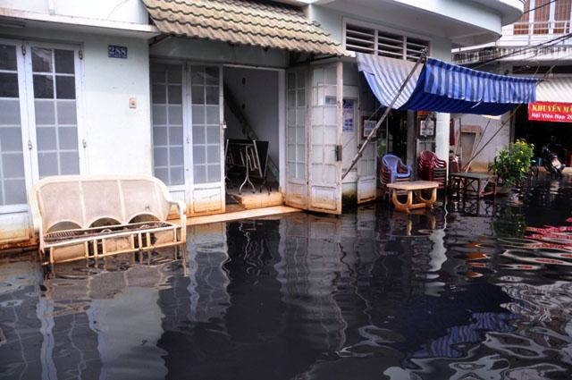 Ảnh: Sau mưa, Sài Gòn như miền Tây mùa nước nổi - 4