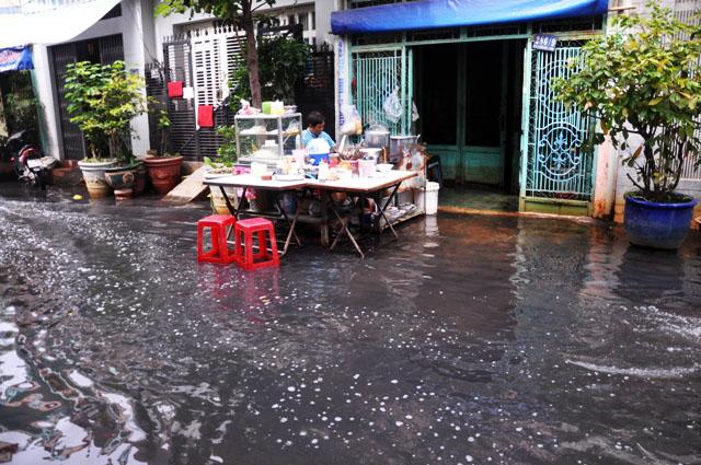 Ảnh: Sau mưa, Sài Gòn như miền Tây mùa nước nổi - 10