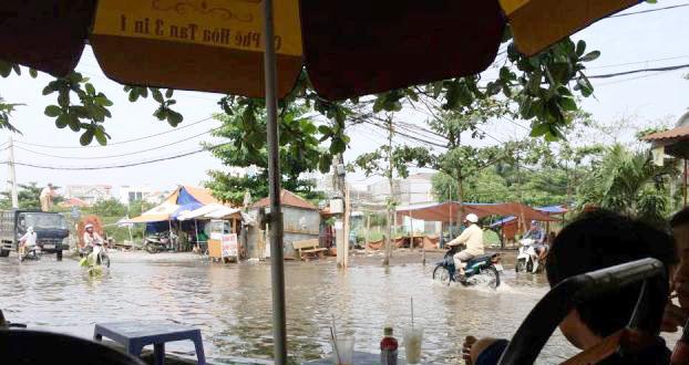 Ảnh: Sau mưa, Sài Gòn như miền Tây mùa nước nổi - 17