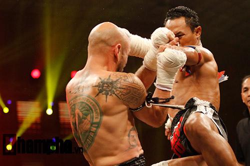 """Các pha ra đòn đẹp mắt, """"rực lửa"""" tại Thai Fight 2015 - 10"""