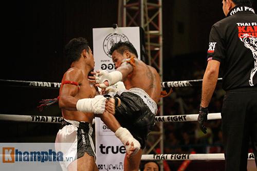 """Các pha ra đòn đẹp mắt, """"rực lửa"""" tại Thai Fight 2015 - 11"""