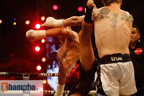 """Các pha ra đòn đẹp mắt, """"rực lửa"""" tại Thai Fight 2015 - 1"""