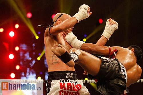 """Các pha ra đòn đẹp mắt, """"rực lửa"""" tại Thai Fight 2015 - 2"""