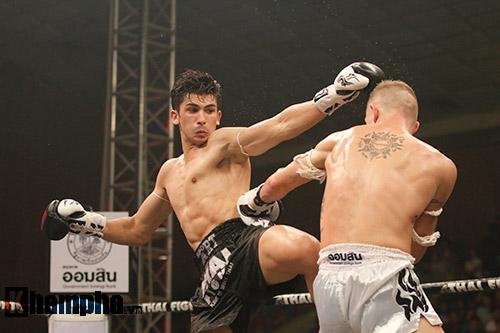 """Các pha ra đòn đẹp mắt, """"rực lửa"""" tại Thai Fight 2015 - 3"""