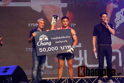 """Các pha ra đòn đẹp mắt, """"rực lửa"""" tại Thai Fight 2015 - 7"""
