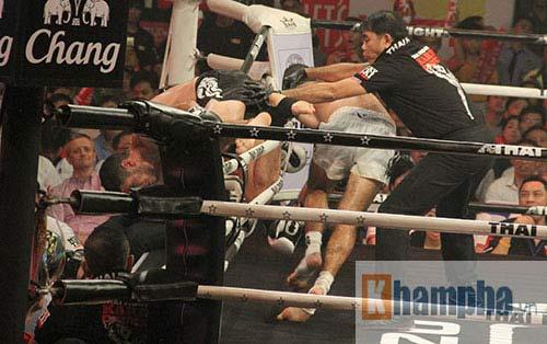 """Các pha ra đòn đẹp mắt, """"rực lửa"""" tại Thai Fight 2015 - 8"""