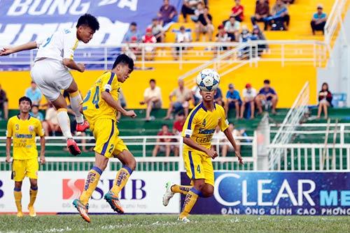 Giải U21 Clear Men Cup: Hà Nội T&T rộng cửa vào bán kết - 2