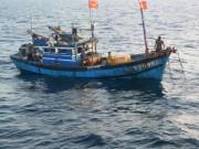 Tin tức trong ngày - Cứu 18 thuyền viên cùng 2 tàu cá lênh đênh trên biển