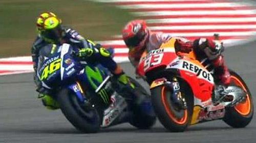 Scandal MotoGP: Rossi đạp đổ xe Marquez để về đích - 1