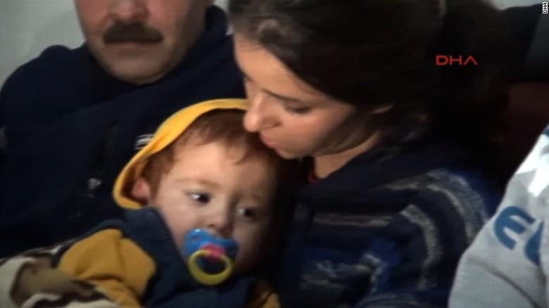 Bé trai Syria trôi nổi trên biển được cứu sống thần kỳ - 3