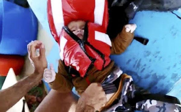 Bé trai Syria trôi nổi trên biển được cứu sống thần kỳ - 2