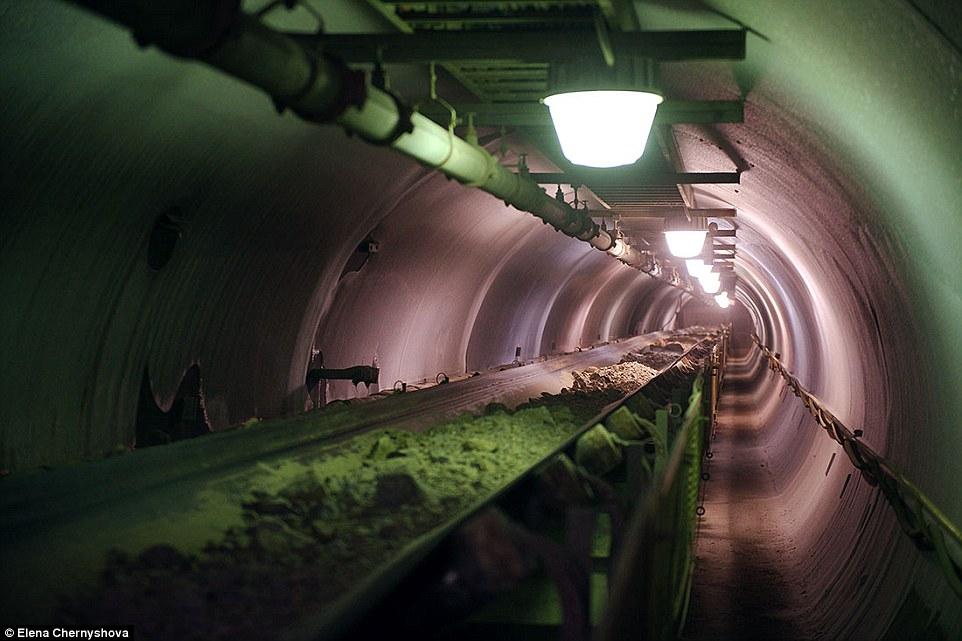 Ảnh: Cuộc sống trong mỏ vàng lạnh giá nhất thế giới - 10