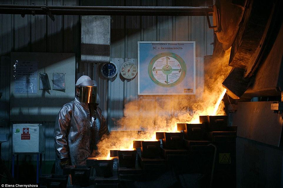 Ảnh: Cuộc sống trong mỏ vàng lạnh giá nhất thế giới - 2