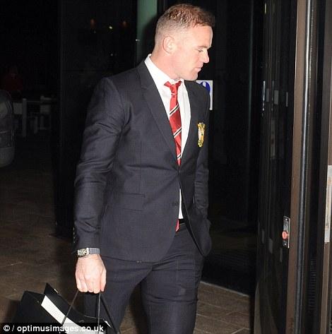 """Phong độ kém, Rooney """"buồn thiu"""" mừng sinh nhật - 3"""